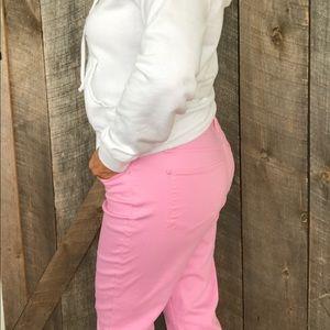 HOST PICK 🎊🎉💕 Talbots pink capris